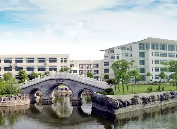 2004年7月,通过江苏省首批验收成为的四星级普通高中.孙疃濉溪高中图片