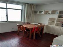 拥兴公寓一间三层半,精装修,有停车位,关门卖,有双证满五唯一