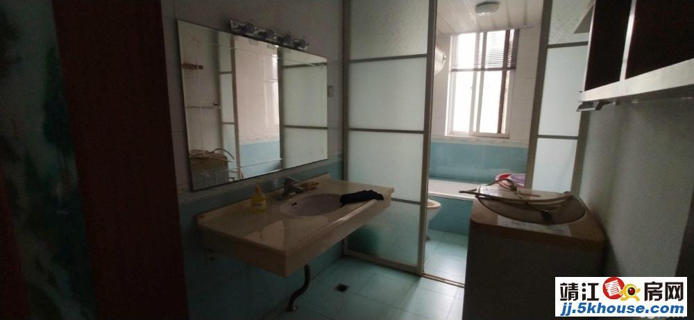 低于市场价 58.8万 莲沁苑150平4房2厅2卫 3个车库
