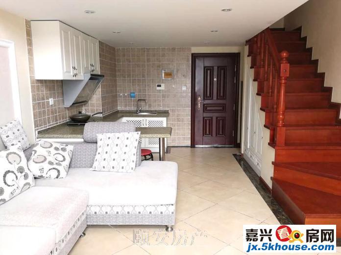 四季观邸 LOFT公寓出租 简欧式装修 家电家具齐全生活方便