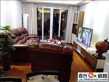 江南摩尔商业区,自住,首次出租设施齐全,拎包入住交通方便。