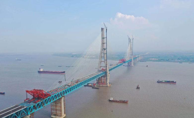 沪通长江大桥向着全线贯通又迈出重要一步