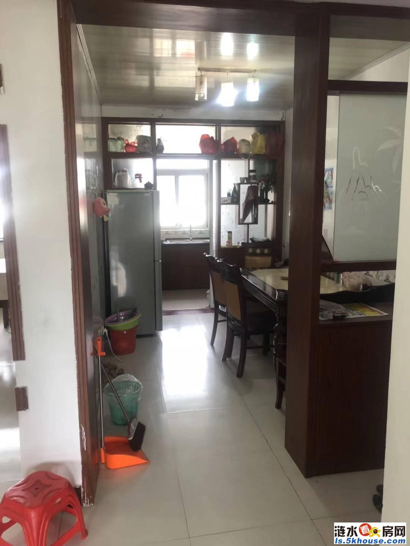 军明中心村步梯房出售。