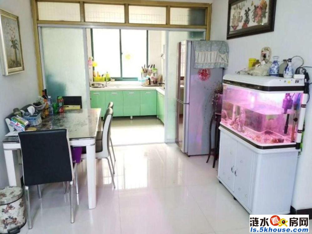 君悦华城 73万 3室2厅2卫 精装修超好的地段,住家舒适!