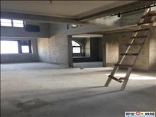 荷兰小镇郁香郡17楼复式 前后有大平台可利用 阳台落地窗