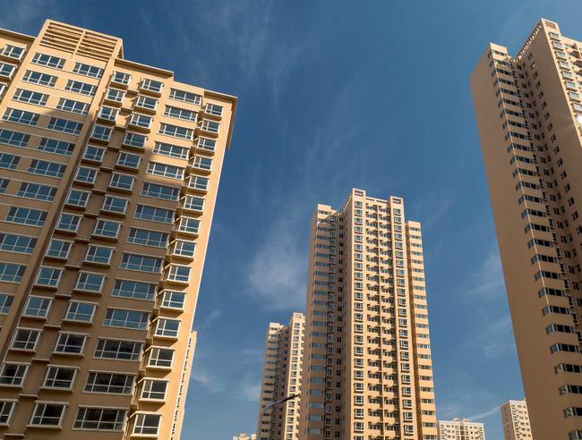 """房地产""""雷声""""不断 多地住建部门紧急提示购房风险"""
