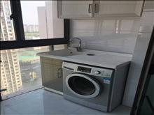 生活方便,万达广场 3500元/月 2室1厅1卫 精装修 ,部分家私电器