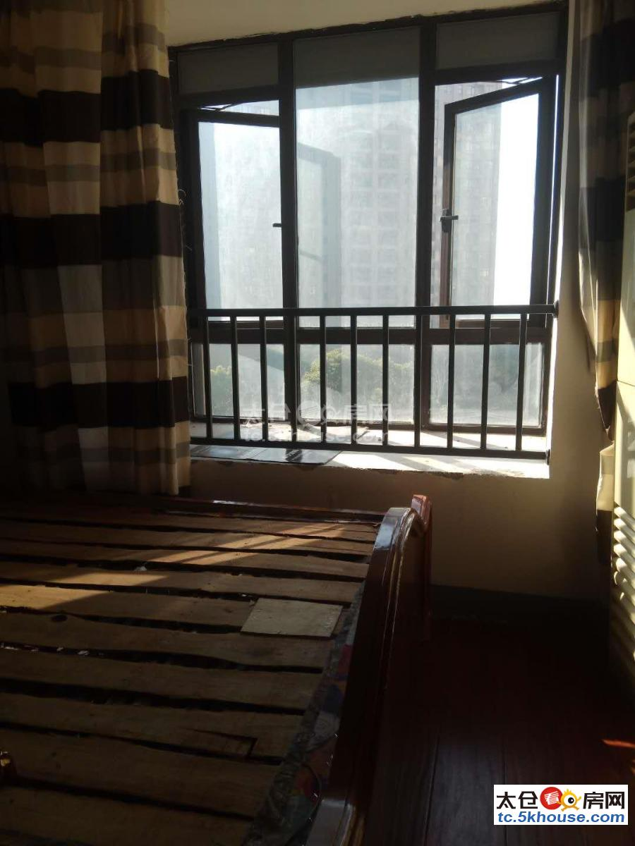 急租绿地城二期 900元/月 1室1厅1卫 拎包入住 ,家具家电齐全