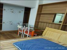 浏河宏奕广场火热房源出租1室1厅1厨1卫1300一月!