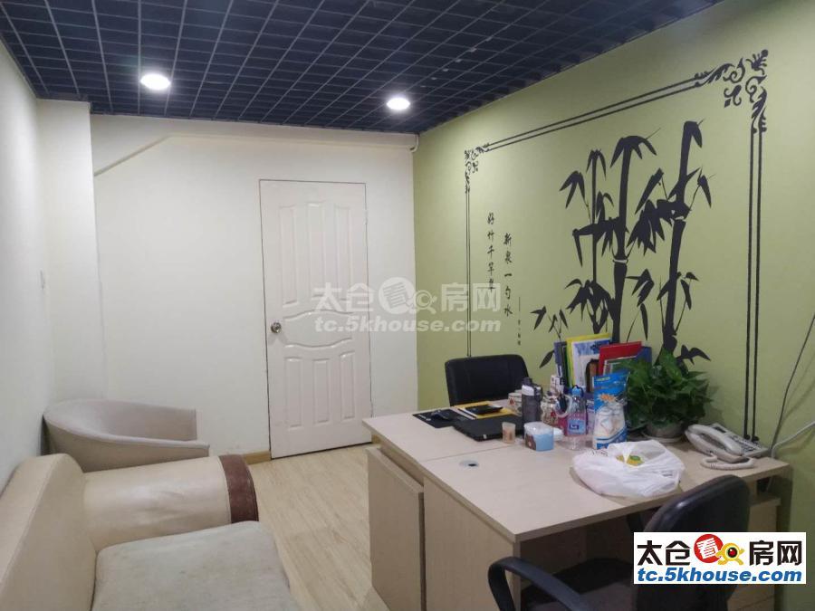 太仓万达金街140平楼上楼下4166.7每月立式空调办公桌沙发都有