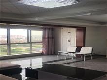 出租  高尔夫鑫城 3房 精装 3000/月包物业