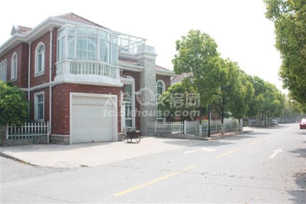 三好学区房,满两年,省税,149+20平米车库,精装修,房东诚意急售