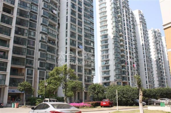大庆139平 3室2卫 精装修 房东自住 保养好 不靠高速 满两年