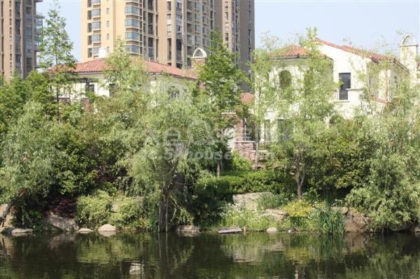 景瑞荣御蓝湾上叠加别墅226平米 345万 4室2厅3卫 毛坯 ,房东急卖