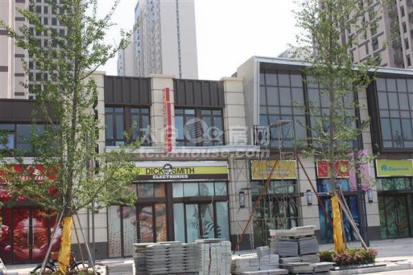 万达广场  品牌精装  满两年  家具齐全