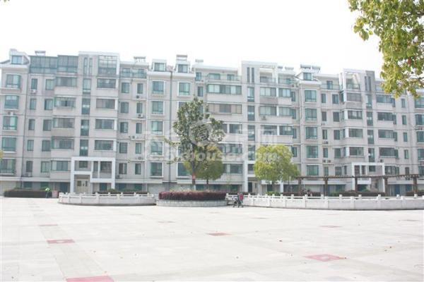 高尔夫湖滨花苑 450万 5室2厅3卫 豪华装修 格局极好,看房随时