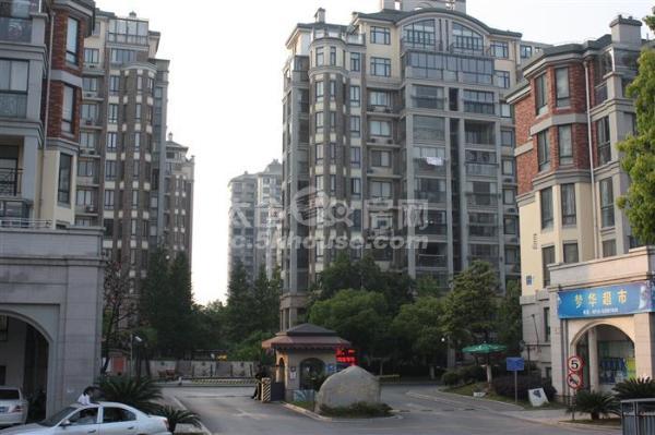 金谷府邸  3室2厅2卫3阳台  精装修很少住  ,多条公交经过!