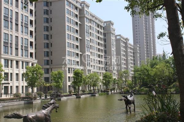南洋壹号公馆97+43平米豪华装修 239万 3室2厅2卫,满2年!