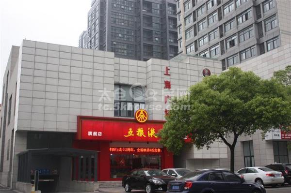 上海广场精装一房二厅2400包物业