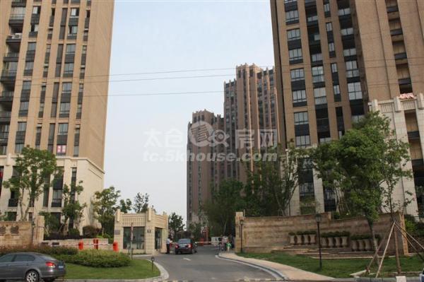 绿地城 133+30平 4室2厅2卫 豪华装修 南北通透  采光充足