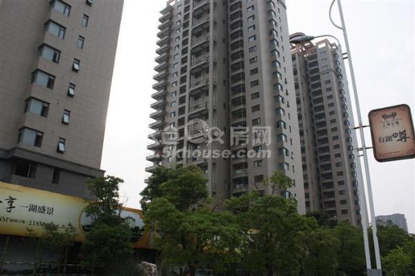 出售 上海公馆261平+车位+储藏室 550万 毛坯