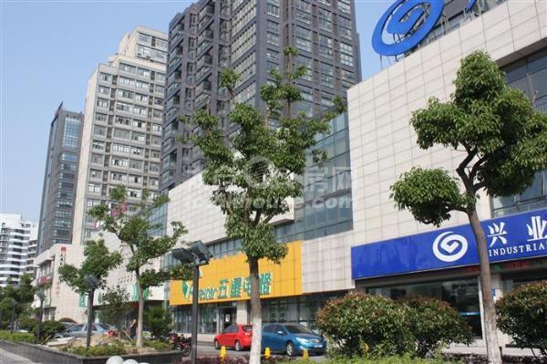 上海国际广场502平黄金旺铺出租