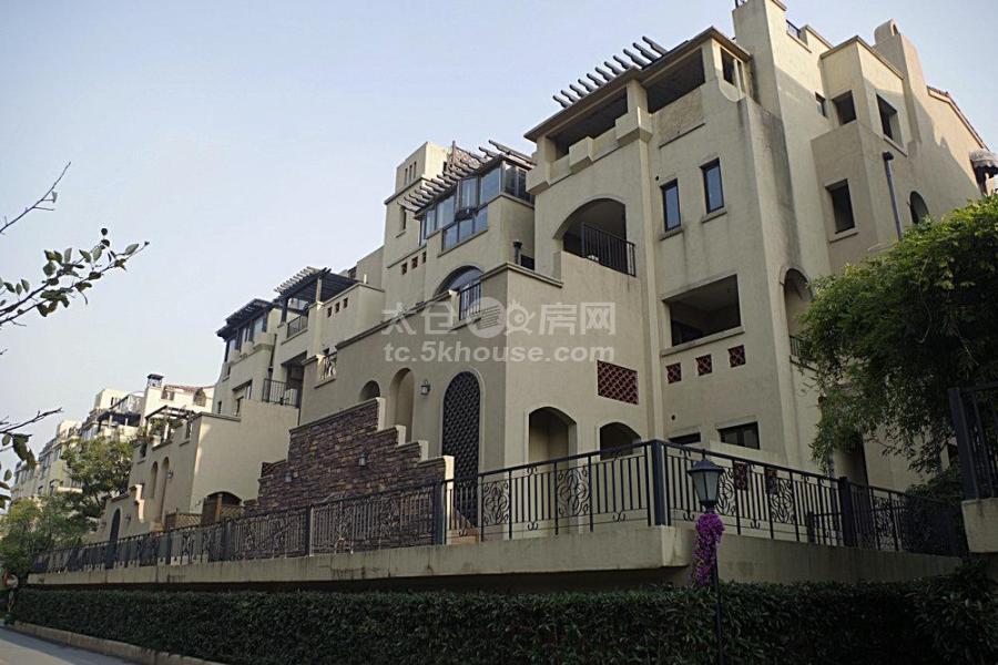 出售景瑞荣御蓝湾,产证205平,360万,毛坯 房,不靠高速,小区环境优美