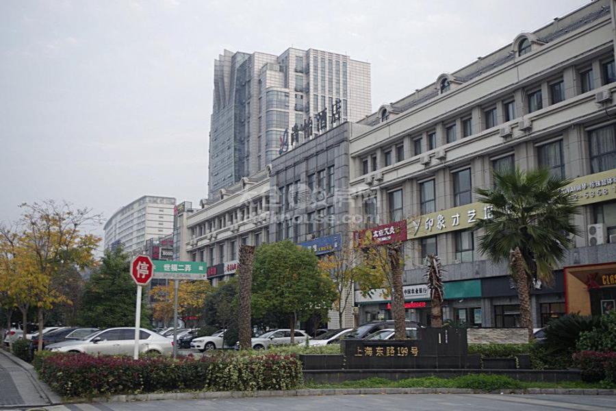 沿街商铺 155平 办公 7.5万/年 可做门头广告