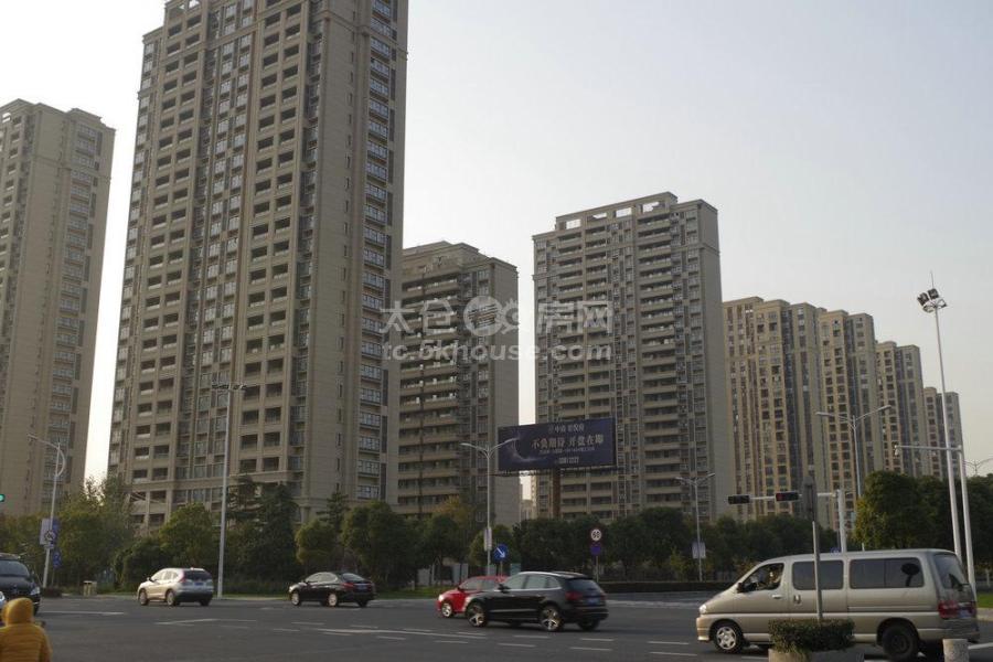 景瑞·望府 210万 3室2厅2卫 毛坯 低价出售,房主急售。