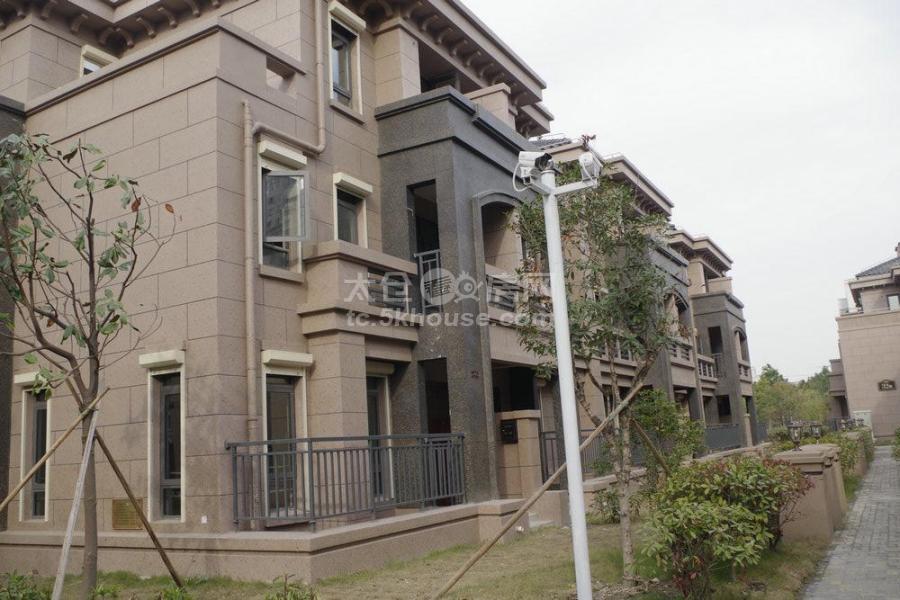 雅鹿臻园 235万 3室2厅2卫 毛坯 ,置!好房子!