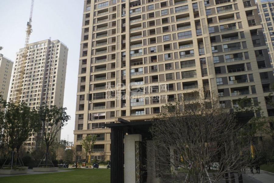 高尔夫鑫城 218万 房东包营业税 3室2厅2卫 毛坯 上学不二选择!