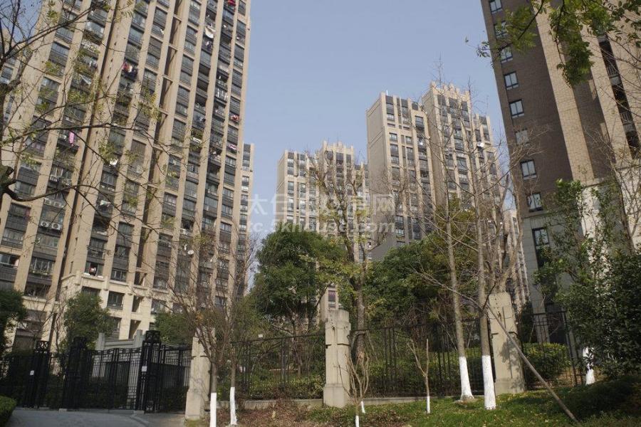 绿地城 216万 3室2厅1卫没住多长时间的婚装房 精装修