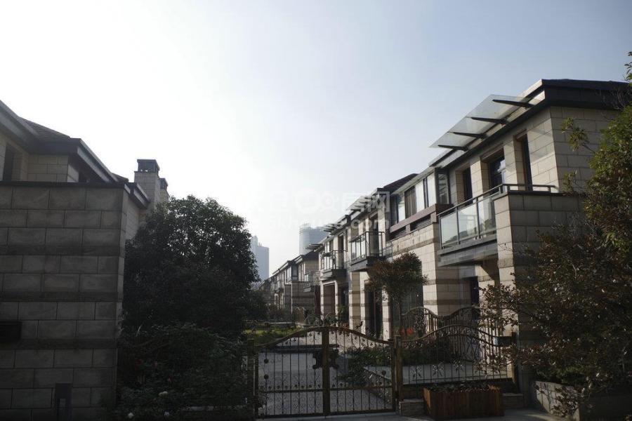 上海公馆独体精装修拎包入住 满2年 带80平院子