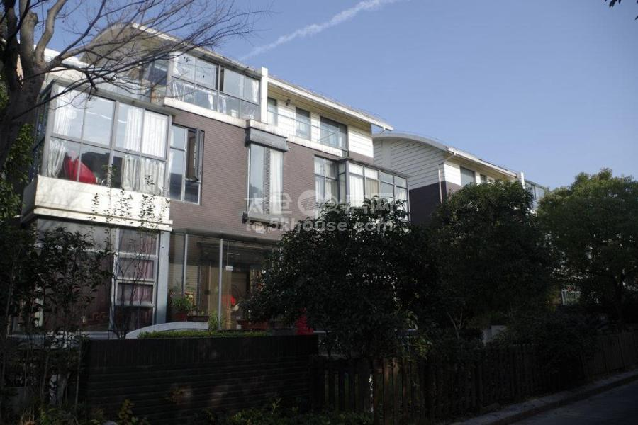 万达商业圈覆盖 精装修两房 双阳台观景房 户型方正 南北通透 交通便利