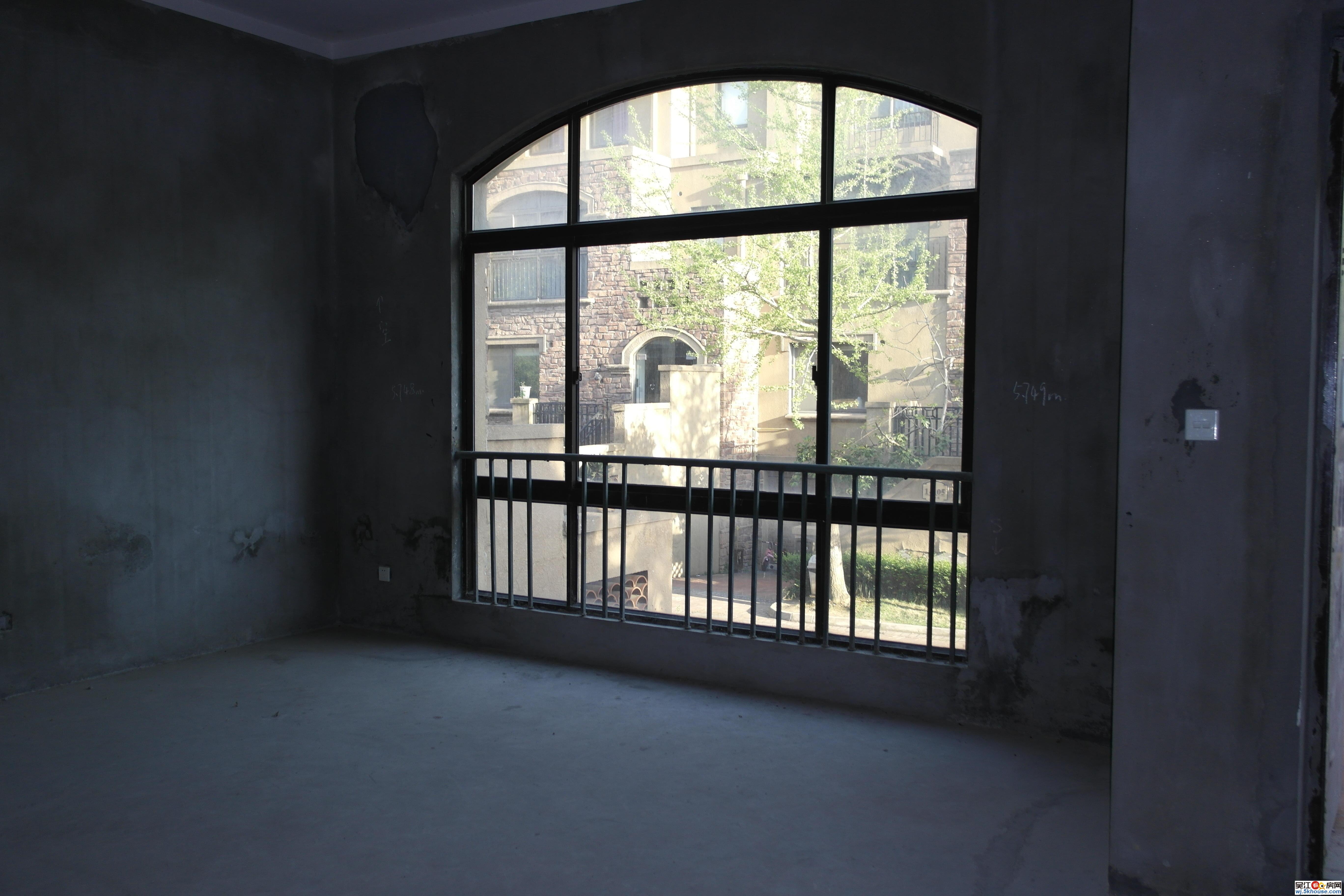 (新上府,邸)尼斯苑联排中套 满2年南入户 北大庭院