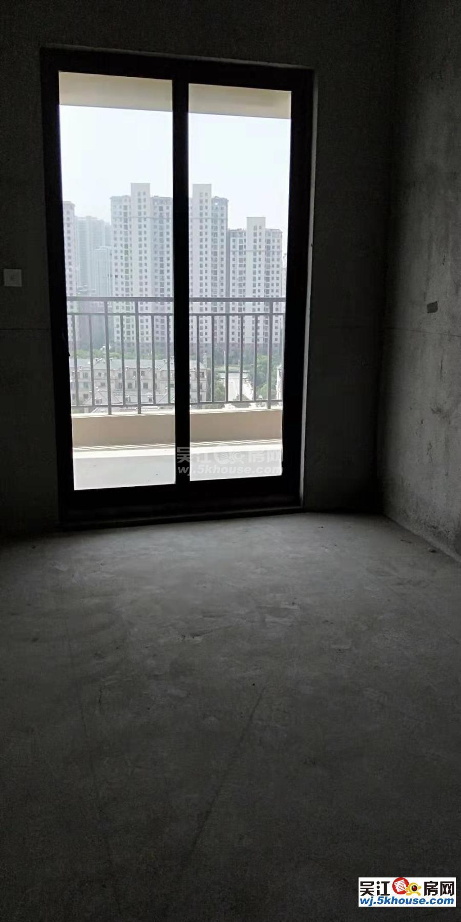 新城吾悦广场 350万 3室2厅2卫 毛坯 产证135平带车位、产证满二年!