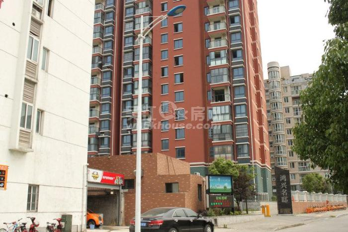 市区中心 繁华地段 精装大三房 家具家电全送 看房有钥匙