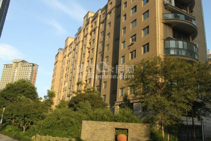 盛泽财富中心 220万 3室2厅2卫 毛坯 ,阳光充足,治安全面!
