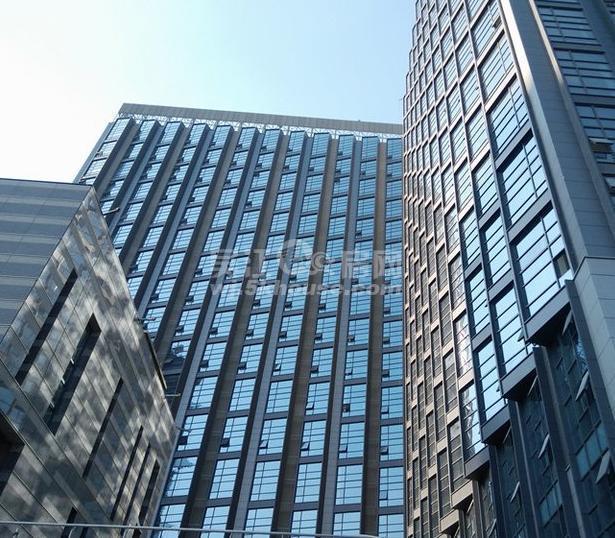 绿地中心1号公馆 65万 2室1厅1卫 精装修 非常安静,笋盘出售!