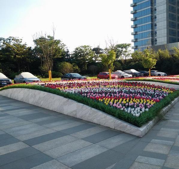 4号地铁口 精装修湖景复式房 亚洲第一大喷泉 总价60万起大两房。